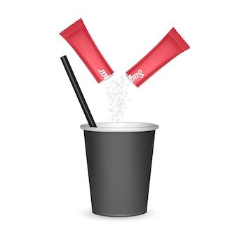 Papieren beker van zwarte kleur en een stuk suiker, afhaalmaaltijden koffiekopje