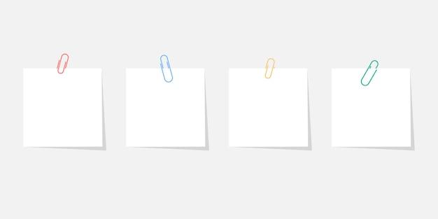Papieren sticker met paperclip set met schaduw geïsoleerd op een grijze achtergrond
