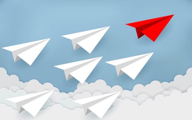Papieren vliegtuigen concurreren met bestemmingen. zakelijke financiële concepten concurreren om succes