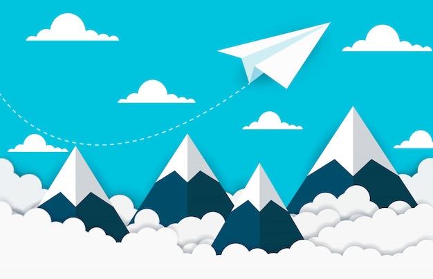 Papieren vliegtuigje vliegen op lucht tussen wolk en berg