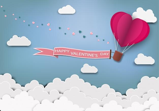 Papierkunst van liefde en origami maakte luchtballon hartvorm vliegend met valentijnsdagetiket.