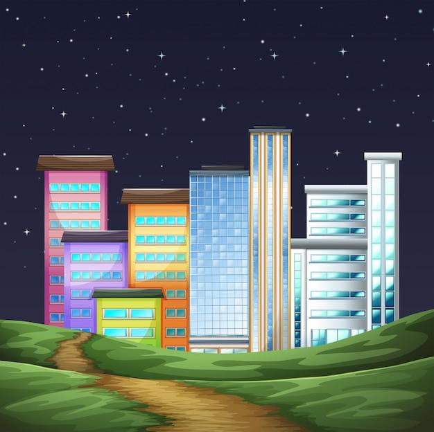 Park en gebouwen in de stad 's nachts