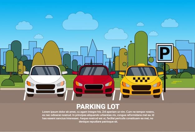 Parkeerterreinmening met verschillende auto's en taxi over de achtergrond van de silhouetstad