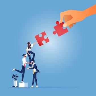 Partnerschap concept-business team duwen groot puzzelstuk naar elkaar toe