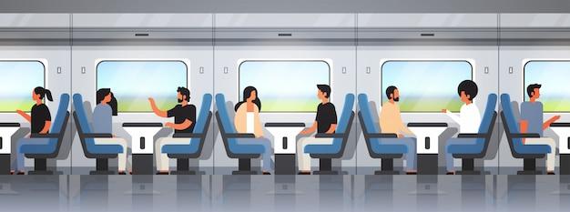 Passagiers die reizen in moderne sneltrein