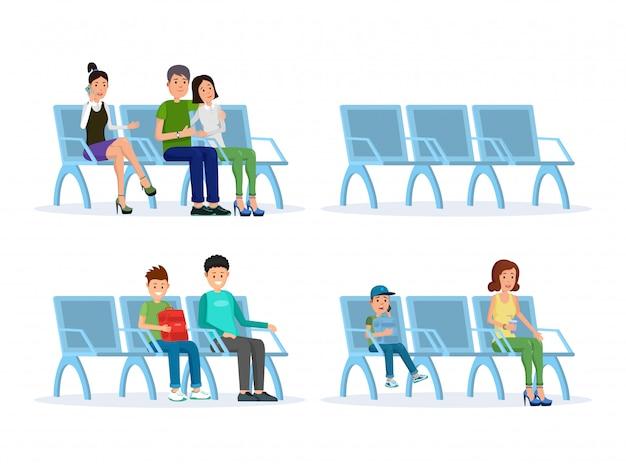 Passagiers in de vertreklounge gaan zitten