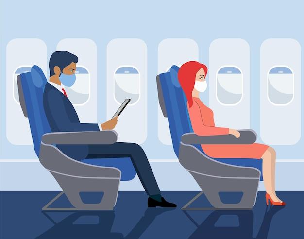 Passagiers in maskers zitten op de stoelen van het vliegtuig