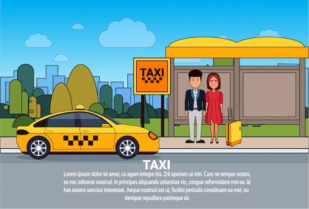 Passagiers wachten op een taxi car on cab station city transportservice