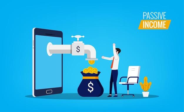 Passief inkomen concept met man voelt vreugde en gelukkig terwijl geld stroomt van smartphone-symbool.