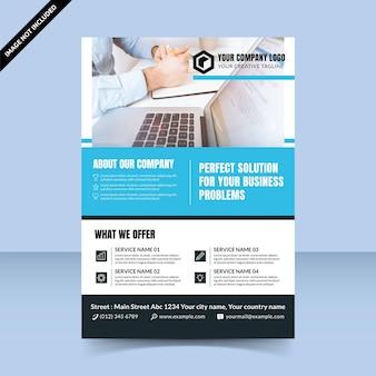 Perfecte oplossing voor het ontwerpen van flyers voor zakelijke bureaus, schone en moderne cyaan-sjabloon