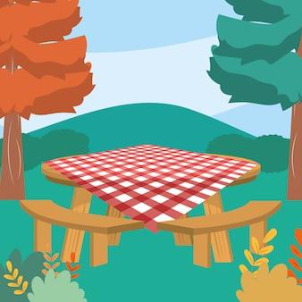 Picknicktafel in het bos