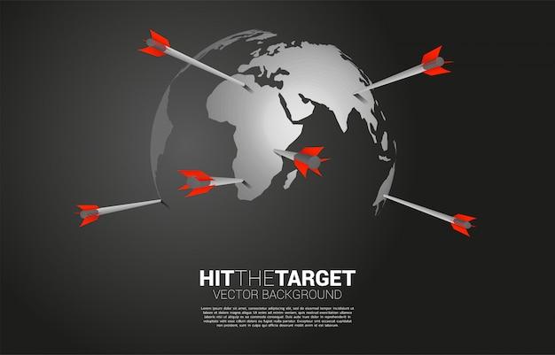 Pijl boogschieten op de wereldbol. businessconcept van wereldwijde marketingdoelstelling en klant. bedrijf visie missie en doel.