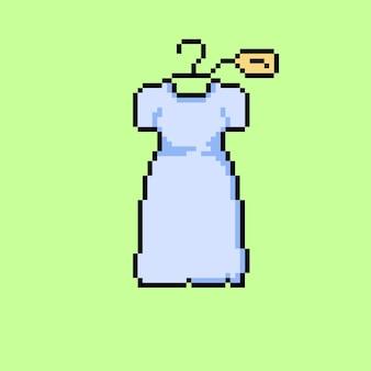 Pixelkunst van opgehangen witte jurk met verkooplabel
