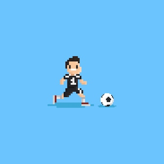 Pixelvoetbalspeler die na ball.8bit karakter loopt.