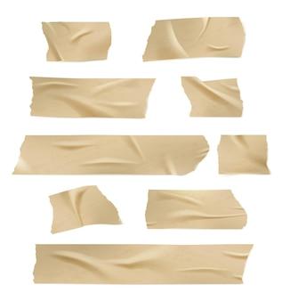 Plakband. lijm beschadigt papiertape met gescheurde randen, vouwen en gekreukt