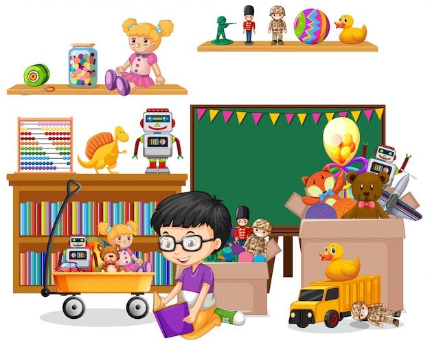 Plank vol boeken en speelgoed op wit
