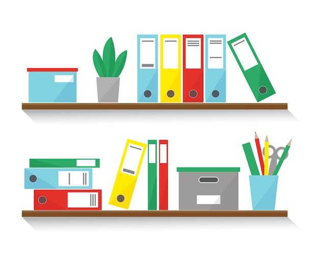 Planken met boeken, dozen en mappen voor kantoorinterieur.