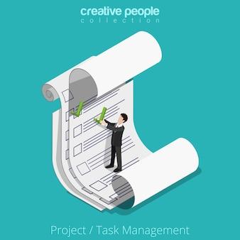Plat isometrische zakenman werken met checklist op gekruld papier blad project en taakmanager beroep isometrie bedrijfsconcept.
