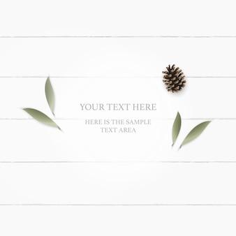 Plat lag bovenaanzicht elegante witte samenstelling botanische tuin plant blad bloem dennenappel op houten tafel.