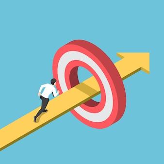 Platte 3d isometrische zakenman die op de pijl loopt die door het doel gaat. bedrijfsdoel en succesdoelconcept.