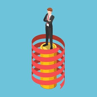 Platte 3d isometrische zakenman die zich op muntstapel met spiraalvormige groeipijl bevindt