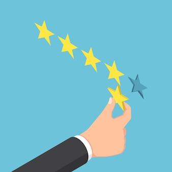 Platte 3d isometrische zakenmanhand die vijfsterrenclassificatie geeft. feedback bedrijfsconcept.