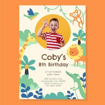 Platte dieren verjaardagsuitnodiging sjabloon met foto