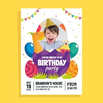 Platte dinosaurus verjaardagsuitnodiging met fotosjabloon