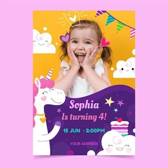 Platte eenhoorn verjaardag uitnodiging sjabloon met foto