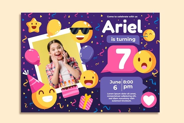 Platte emoji verjaardagsuitnodiging met foto Gratis Vector