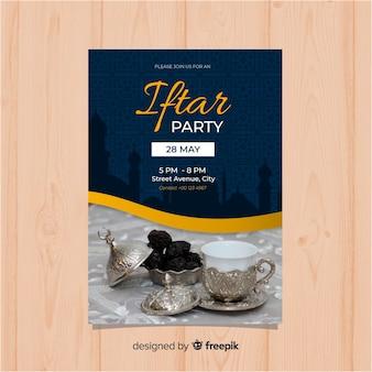 Platte iftar uitnodiging voor feest met afbeelding