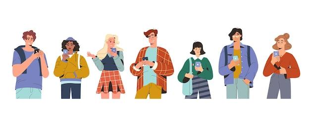 Platte jonge mensen die op smartphones kijken en chatten