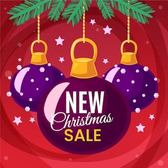 Platte kerstverkoop en verschillende paarse kerstballen