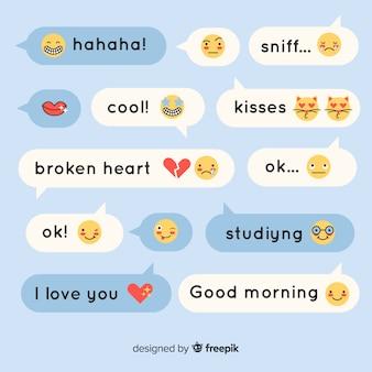 Platte ontwerp tekstballonnen met emoji's en uitdrukkingen
