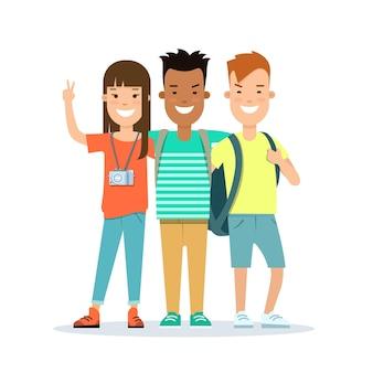 Platte smiley tieners met rugzak en camera vector illustratie vakantie concept