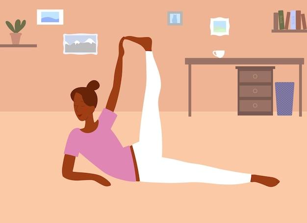 Platte stijl. thuis sporten. uitrekkende vrouw. yoga houding. elegant meisje houdt haar been bij de hand.