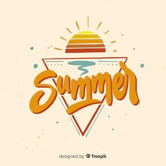 Platte zomer belettering achtergrond met zonsondergang