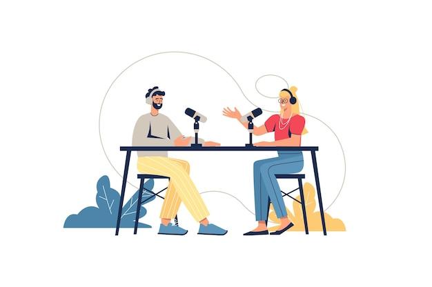 Podcast webconcept. presentator en gast in studio die live uitzendt, pratend in microfoons. man en vrouw die interview opnemen, minimale mensenscène. vectorillustratie in plat ontwerp voor website