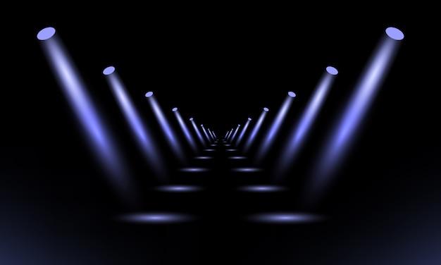 Podium, sokkel of platform verlicht door schijnwerpers op zwarte achtergrond.