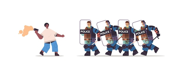 Politieagenten in volle tactische uitrusting oproerpolitie valt afrikaans-amerikaanse demonstrant aan tijdens demonstratieprotest van botsingen
