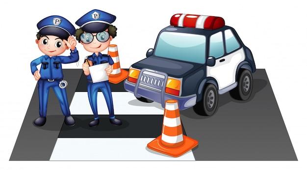 Politiemannen op de weg
