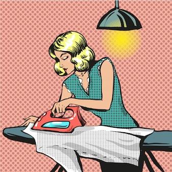 Popart illustratie van vrouw strijken van kleding
