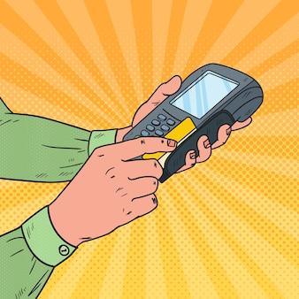Popart mannelijke handen vegen creditcard