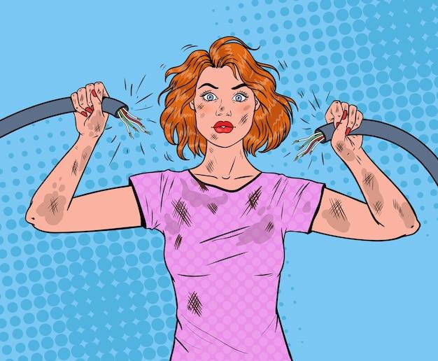 Popart mooie vrouw met gebroken elektrische kabel na huiselijk ongeval.