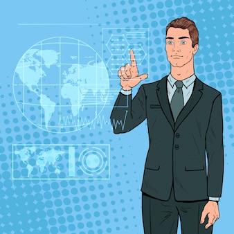 Popart zakenman met behulp van virtuele holografische interface. futuristische technologie touchscreen.