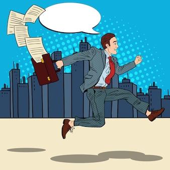 Popart zakenman met werkmap loopt om door de stad te werken.