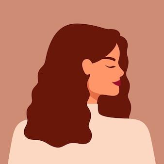 Portret van een blanke vrouw in profiel met lang haar. jong wit meisje met het kastanjehaar
