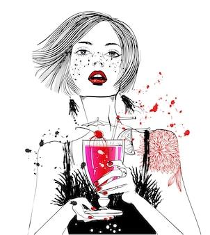 Portret van een jonge vrouw met cocktail in haar hand