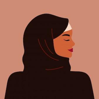 Portret van een sterke moslimvrouw in profiel die een zwarte hijab draagt. zelfverzekerde jonge arabische meisje