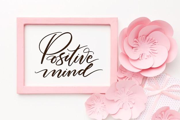 Positieve tekst met bloemfoto
